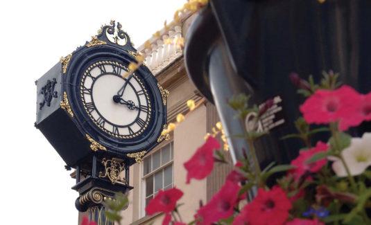 Stourbridge Clock With Flowers